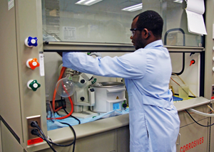 Sehinde uses Tulane's rotary evaporator to load surfactants into halloysite nanotubes through vacuum suction and solvent evaporation. (Photo by Regan Manayan)