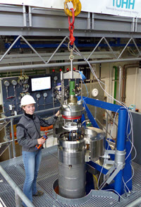 Karen mounts the experimental module for oil-and-gas jet investigations. (Provided by Hamburg University of Technology)